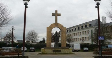 Lanzan campaña en Francia con imágenes de la cruz