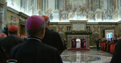 Curia orientada al exterior, pide el Papa