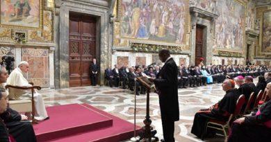 Saludo del Papa Francisco al Cuerpo Diplomático