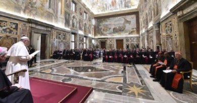El Papa quiere sacerdotes para la gente, no dominadores de la grey