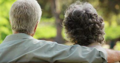 Papás y mamás al rescate de la familia en un mundo de cabeza