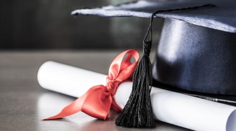 Lo que realmente pagas en la universidad son Títulos, no educación
