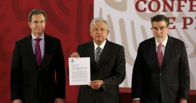 Firma AMLO iniciativa para cancelar Reforma Educativa