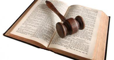 ¿Sustituir la Constitución por la Biblia?