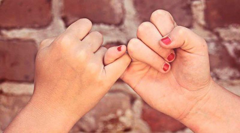 La amistad es una virtud social indispensable.