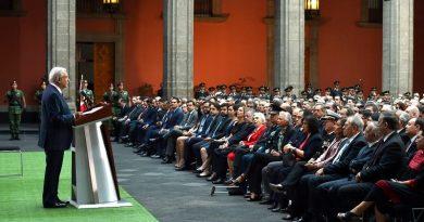 AMLO rehace alianzas; mantiene proyecto ideológico