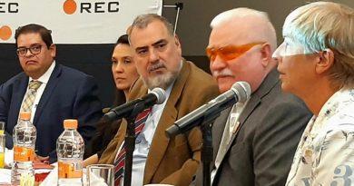 """Abstencionismo provoca la elección de los """"tontos"""", dice Lech Walesa"""