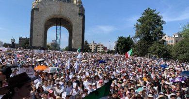Marchan miles de ciudadanos contra gobierno de López Obrador