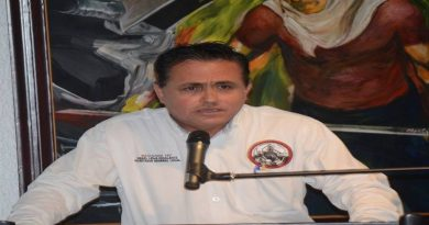 Piden desafuero del senador Napoleón Gómez Urrutia. Lo demanda secretario general del Sindicato Nacional Democrático de Trabajadores Mineros, Metalúrgicos, Siderúrgicos y Conexos