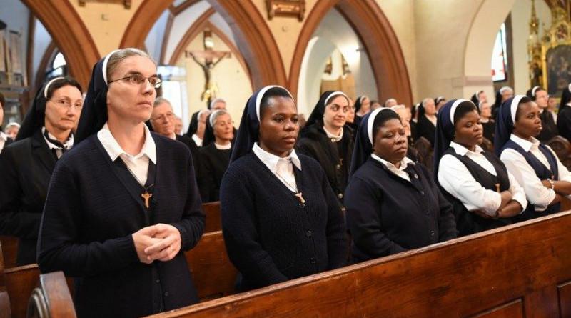 Tras una primera, el Papa Francisco crea nueva Comisión para estudiar diaconado femenino