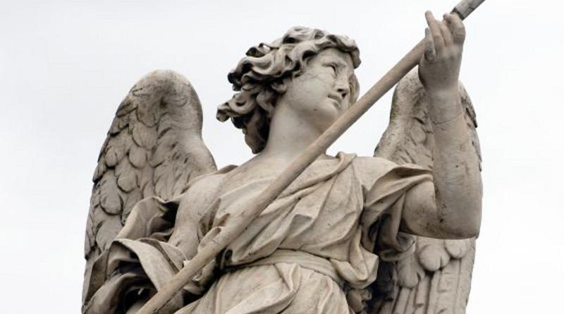 El ángel que mide el tiempo apunta todo en una libreta.