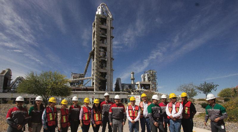 Rechazan trabajadores de la cementera Holcim, Planta Hermosillo, Sonora, México, afiliarse al sindicato de Napoleón Gómez Urrutia.