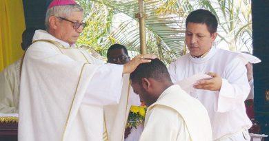 El celibato es testimonio vivo del carácter sobrenatural de la Iglesia.