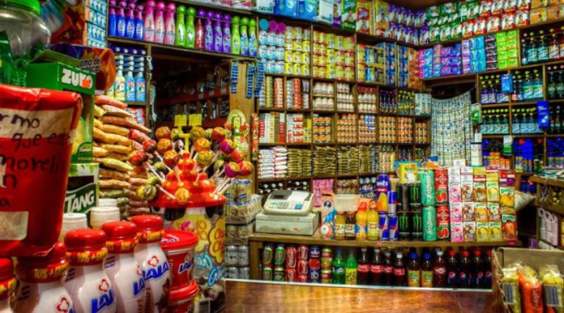 Peligran tienditas de Oaxaca tras prohibición de vender bebidas endulzadas y alimentos empaquetados.