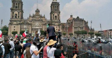 Cerco policiaco en el Zócalo de la CDMX afecta actividad económica.