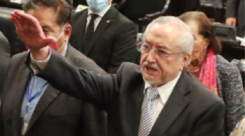 Francisco Javier Salazar Sáenz asume escaño en el Senado de la República.