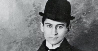 Franz Kafka tuvo una personalidad perturbada, sufría mucho internamente y se infravaloraba constantemente.