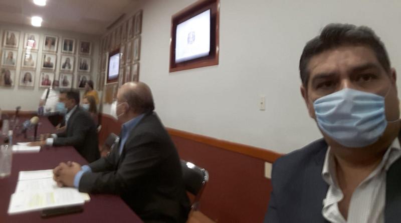 Justavo Macías Zambrano, jefe de la bancada panista de Jalisco, explica las tres iniciativas que promueven para reconocer el derecho de los padres a educar a sus hijos.