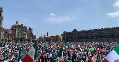 #FRENAAA realiza marcha de más de 180 mil mexicanos para exigir la renuncia de AMLO.