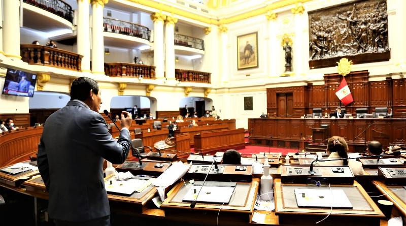 Congreso de Perú destituye al presidente Martín Vizcarra Cornejo; asume Manuel Merino de Lama. Habrá elecciones en abril de 2021.