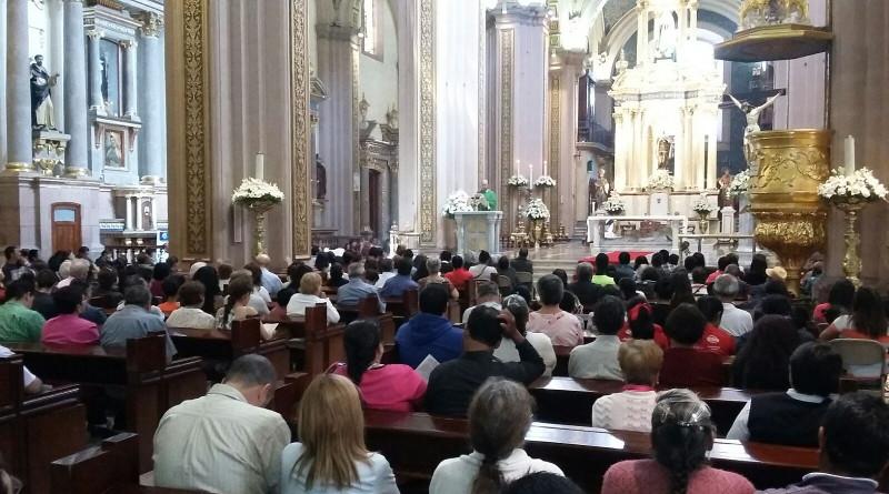 Disminuye el número de católicos en Méxco, revela el Censo 2020.