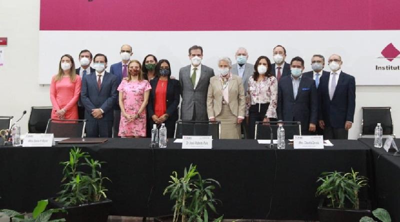 Agradece Lorenzo Córdova Vianello a la secretaria de Gobernación, Olga Sánchez Cordero, , el simbolismo de su visita al INE, un órgano que, si bien es autónomo, forma parte del Estado mexicano.