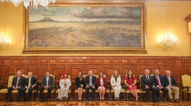 La foto de los 11 gobernadores electos de Morena con López Obrador en Palacio Nacional revela que, aunque todavía no son autoridades, el gran elector ya los avaló.