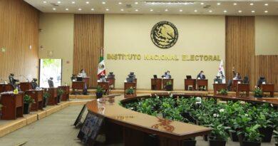 Le fija el INE al gobierno veda electoral por la consulta popular.