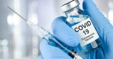 a existencia de importantes grupos poblacionales que se oponen a la vacunación contra el COVID, pone en evidencia una acentuada crisis de confianza en las instituciones.