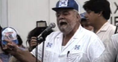 """En su libro """"Así derrotó la Sociedad al PRI"""", el periodista José J. Castellanos narra cómo los ciudadanos lograron acabar con la """"dictadura perfecta"""" del PRI en México."""