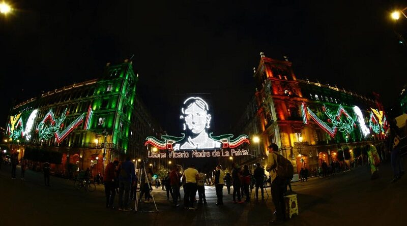 """Los comerciantes establecidos del Centro Histórico de la Ciudad de México """"ya no sienten lo duro sino lo tupido"""" por tantos cierres viales que afectan sus ventas."""