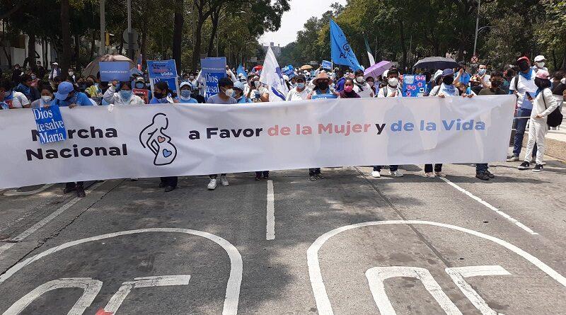 Más de un millón de mexicanos en más de 70 ciudades expresan su rechazo a las resoluciones de la Corte que despenalizan el aborto y limitan el derecho de objeción de conciencia de los médicos.