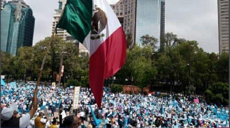 La movilización del 3 de octubre en más de 70 ciudades A favor de la Mujer y de la Vida -convocada por la CEM- marca de facto un punto de quiebre para esta etapa política de México. Es la única alternativa ciudadana con una clara identidad, narrativa propia y un enraizamiento profundo entre la población.